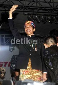 Mereka yang Dibuat Terpingkal oleh Cerita Jokowi
