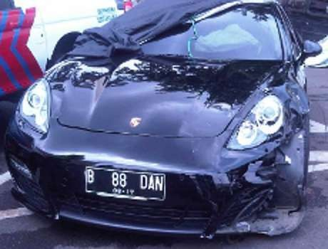 Polisi Tunjukkan Rekaman CCTV Kecelakaan Porsche di SCBD