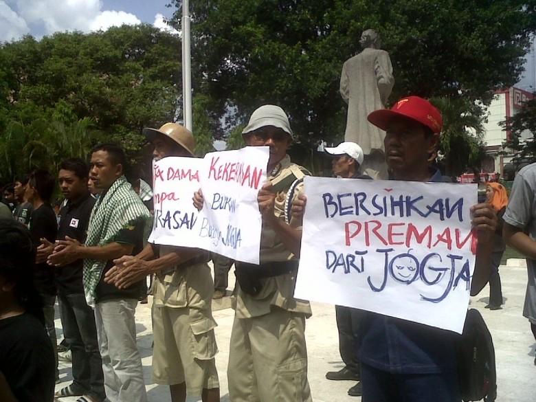Warga Yogya Demo: Preman Bukan Pahlawan