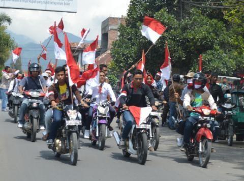 Tolak Lambang GAM, Warga Aceh Barat Bagikan 1.000 Bendera Merah Putih