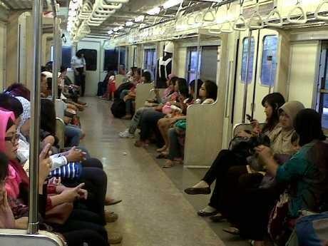 Horee! PT KAI Tetapkan Tarif KRL Per Stasiun Mulai Rp 3.000