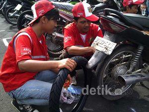Ribuan Motor Ganti Ban Bareng