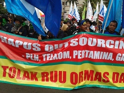 Demo Buruh di Bundaran HI, Lalin Sudirman-Thamrin Macet