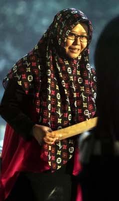 Berkerudung \LV\, Istri Luthfi Hasan Bungkam Usai Diperiksa KPK