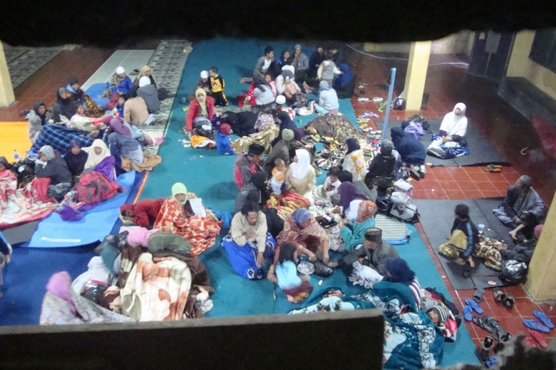 Pengungsi Gempa Dieng Butuh Selimut