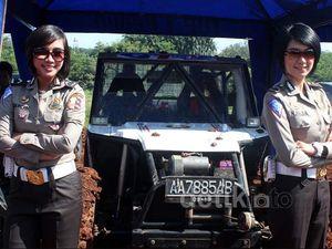 2 Polwan Cicipi Medan Off Road