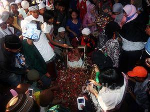Ribuan Pelayat Hadiri Pemakaman Uje