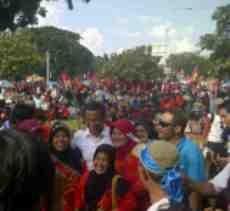 Tinggalkan Mobil Mercy Mewah, Dahlan Iskan Ikut Demo Buruh di HI