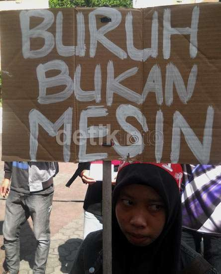Buruh yang Diperbudak di Tangerang Akhirnya Melepas Rindu Bersama Keluarga