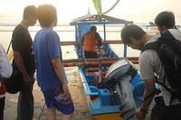 Menyewa Perahu Nelayan