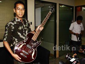 Jokowi Laporkan Gitar Metallica ke KPK