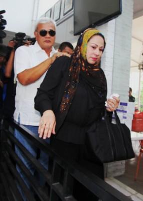 Batu Sandungan di Pernikahan Perak Camelia Malik & Harry Capri