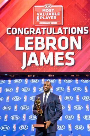 LeBron James Rebut Gelar MVP