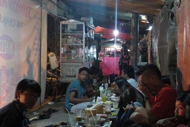 Nongkrong malam di Jl Kartini, Cirebon (Uyung/detikTravel)