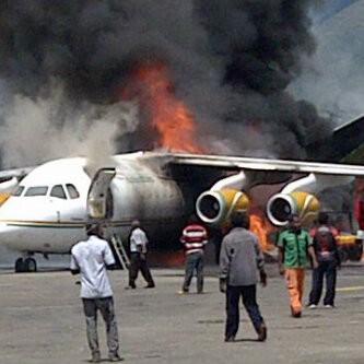 Pesawat Terbakar karena Muatan Drum BBM yang Jatuh dari Forklift