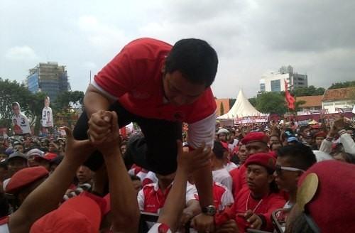 Massa Kampanye Ganjar-Heru Saling Lempar, Plt Walkot Semarang Lompat Pagar