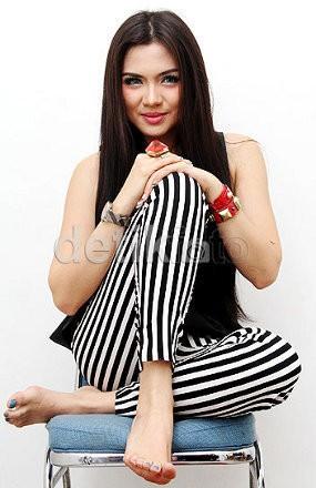 Vicky Shu Cuma Dekat dengan Istri-istri Pejabat
