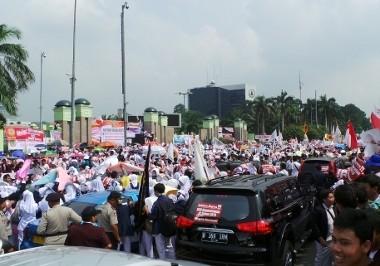 Perawat Demo di DPR, Jalan ke Arah Slipi Ditutup