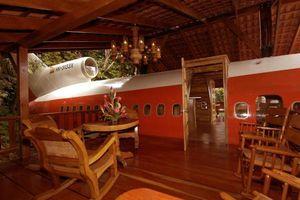 Hotel-hotel Unik, dari Bangkai Pesawat Hingga Pabrik Bir (2)