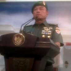 Presiden SBY Lantik KSAD Letjen TNI Moeldoko