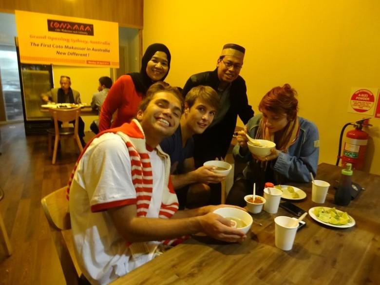 Kisah Mahasiswa Indonesia Jualan Coto Makassar di Sydney