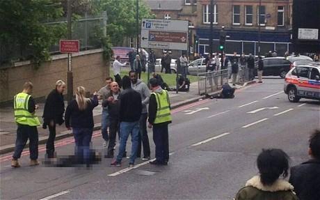 Sadis! Seorang Tentara Inggris Dipenggal di Jalanan London