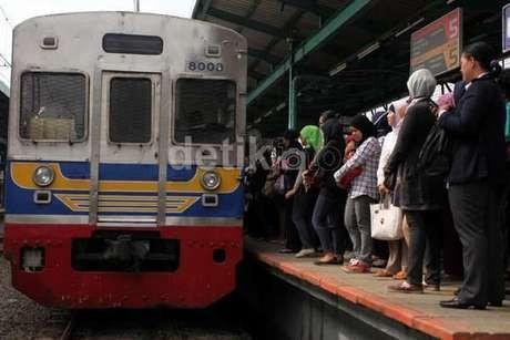 KRL Commuter Line Tarif Progresif, Kalau Stasiun Tujuan Terlewati?