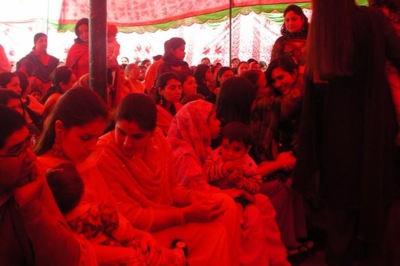 Pernikahan ala Pashtun sering diadakan bersama Festival Sibi Mela (beyondmountains.wordpress.com)