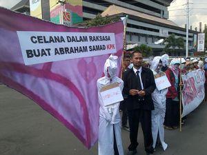 Usung Celana Dalam, KAMMI Semarang Protes KPK Urus Perempuan di Kasus Luthfi