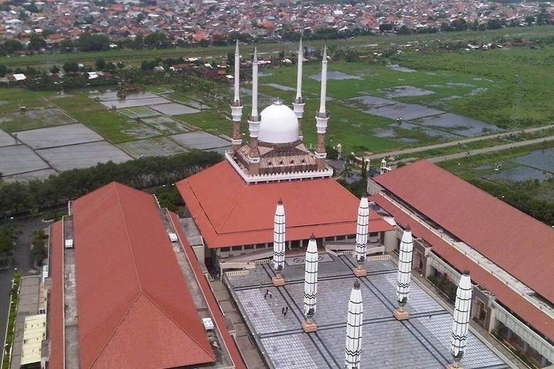Atap masjid yang dilihat dari atas menara (Bella/detikTravel)