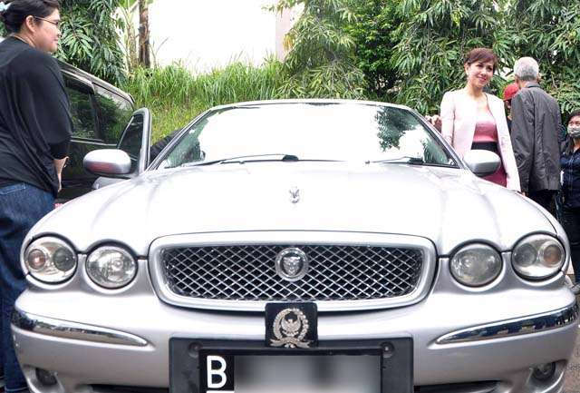 Mobil Jaguar Venna Melinda