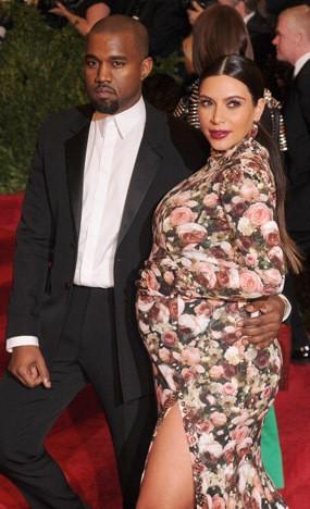 Kim Kardashian Hamil Bayi Perempuan