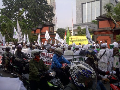 Massa FPI Demo di Polda Metro Jaya, Lalin Semanggi-Blok M Macet