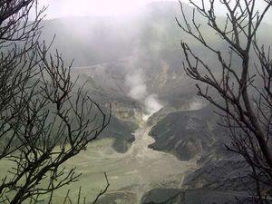 Wisata Gunung Asyik, Tapi Jangan Dekat-Dekat Kawah Aktif!