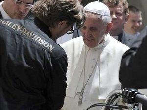 Paus Fransiskus Dapat Dua Harley