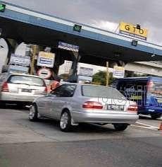 3 Mobil Kecelakaan di Tol Tangerang, Truk Trailer Mogok di Tomang