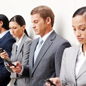 Menggulirkan Produktivitas dengan Pantauan Media Sosial