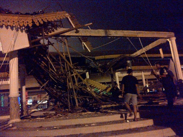 Bangunan Pendopo Lapangan Merdeka Medan Ambruk