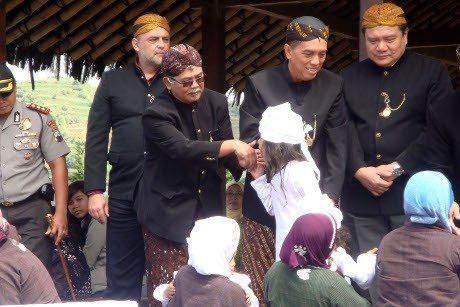 Upacara Ruwatan Anak Rambut Gimbal di Dieng Dihadiri Dubes Slovakia