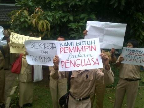 Guru SMKN 11 Semarang Demo Minta Kepsek Dicopot karena Dinilai Arogan