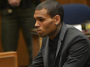 Terkait Kasus Rihanna, Masa Percobaan Chris Brown Dicabut
