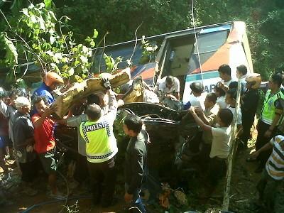 Kecelakaan Maut Antara Bus, Sedan dan 3 Motor di Banyumas, 6 tewas