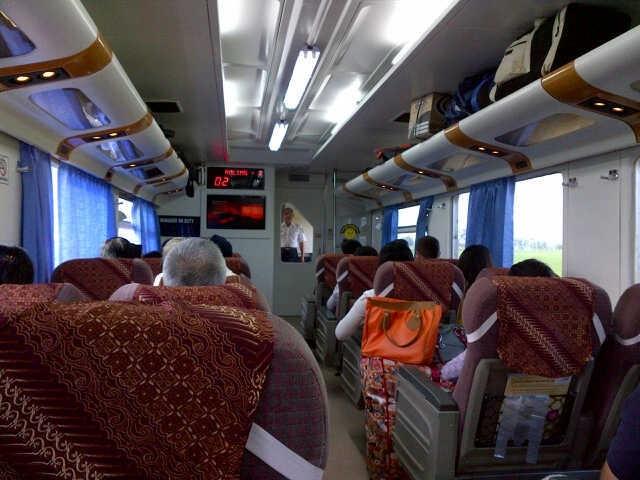 Ada Tren Pejabat Hingga Menteri Mudik Naik Kereta, Ini Tanggapan Bos KAI