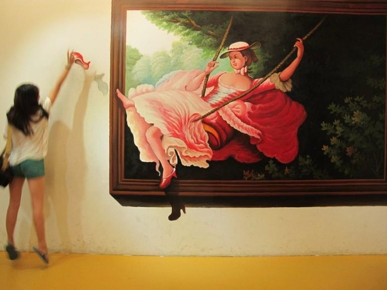 Pengunjung malah dianjurkan berpose bersama lukisan yang ada di sini (Shafa/detikTravel)