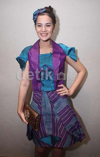 Senyum Manis Astrid Tiar