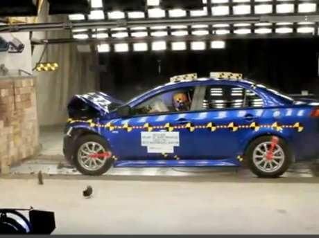 Mobil Dul Meraih 4 Bintang Dalam Tes Tabrak di AS