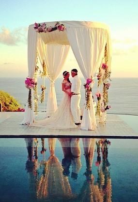 Romantis! Foto Pernikahan Gading dan Gisel
