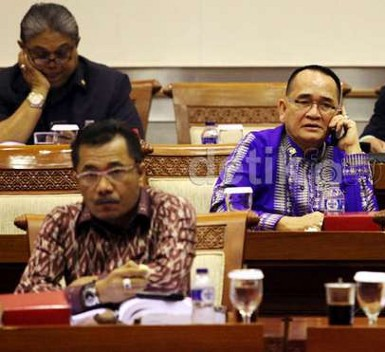 Pelantikan Ruhut Jadi Ketua Komisi III Ditunda