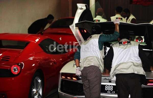 Ferrari, Lamborghini, dan Mobil Mewah Adik Ratu Atut Patut Diselidiki