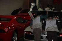 Perbandingan Mobil Super Mewah Wawan di Garasi dan LHKPN Airin